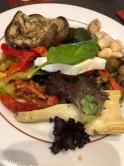 Le Pompeiで前菜として出てきたグリル野菜の盛り合わせ。冷やしてあるのだけれど,サラダ以外で野菜を摂取することがなかったのでありがたかった。